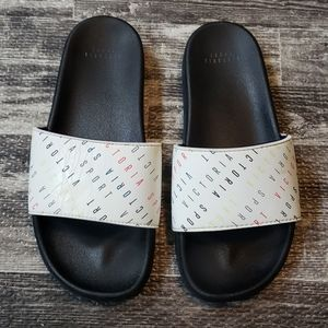 VICTORIA'S SECRET LOGO SLIDES, SIZE MEDIUM
